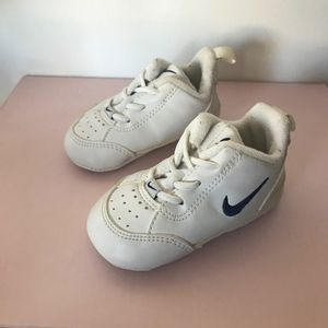 Sale3x25 Nike Baby White Shoes Size 2c